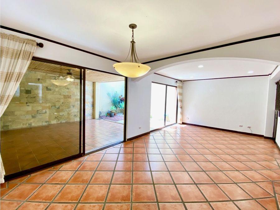 alquiler de casa en condominio guachipelin escazu