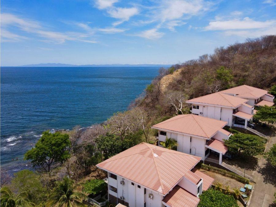 espectacular condominio frente al mar