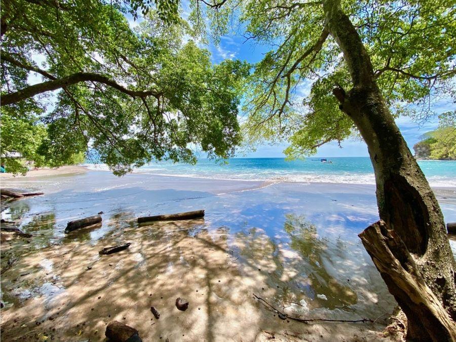 exclusiva propiedad frente al mar