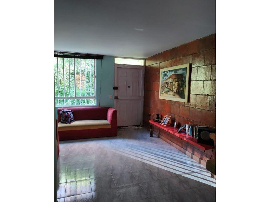 casa de tres niveles en venta rodeo alto