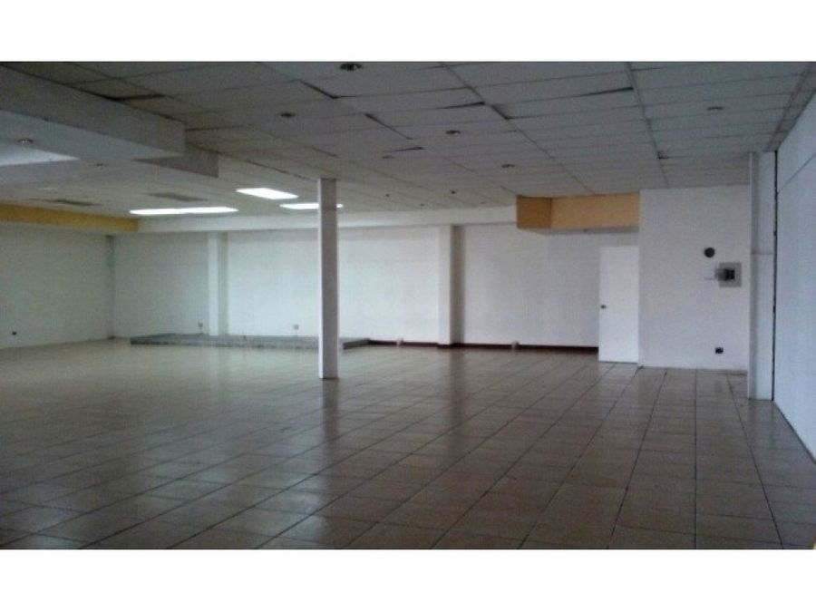espacioso local en centro comercial villa nueva