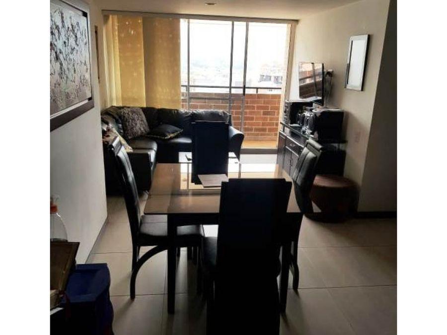 venta de apartamento en calle principal de sabaneta