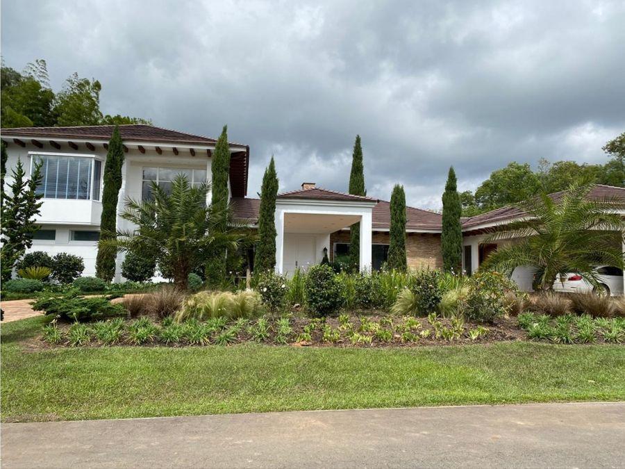 venta de casa con lote en llanogrande rionegro