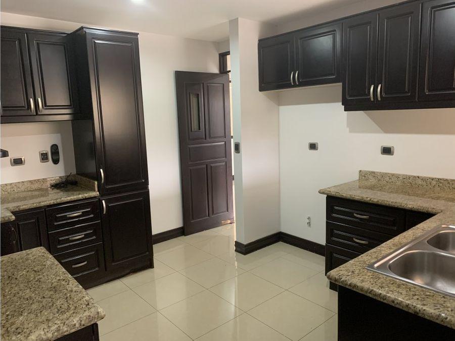 condominio amplio en guayabos de curridabat