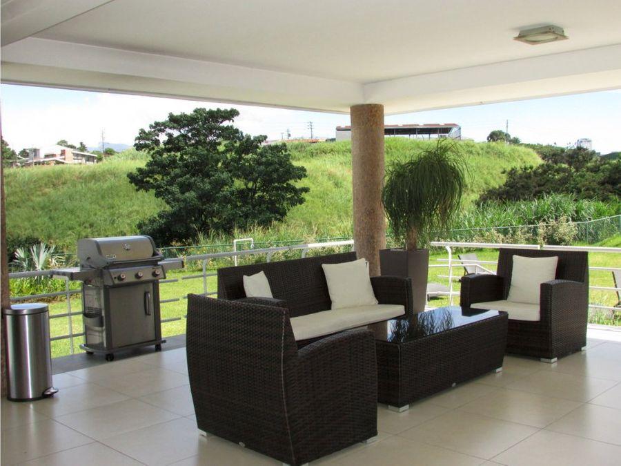 amueblado con amplia terraza la sabana