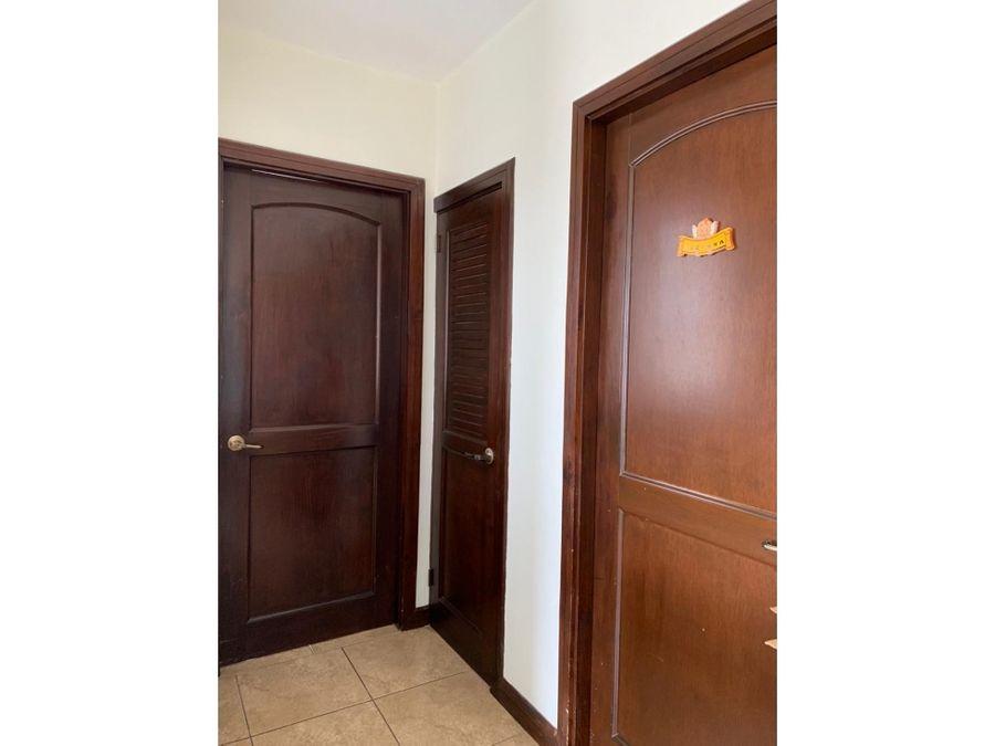 se alquila apartamento 2 habitaciones condominio santa ana centro