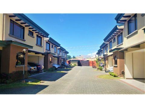 venta de casa en condominio en san vicente de moravia