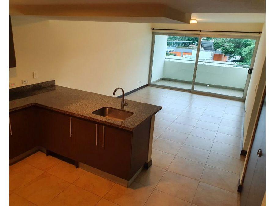 alquiler de apartamento en condominio con hermosa vista en sabana