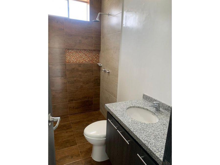 se vende apartamento en edificio jardin de santana