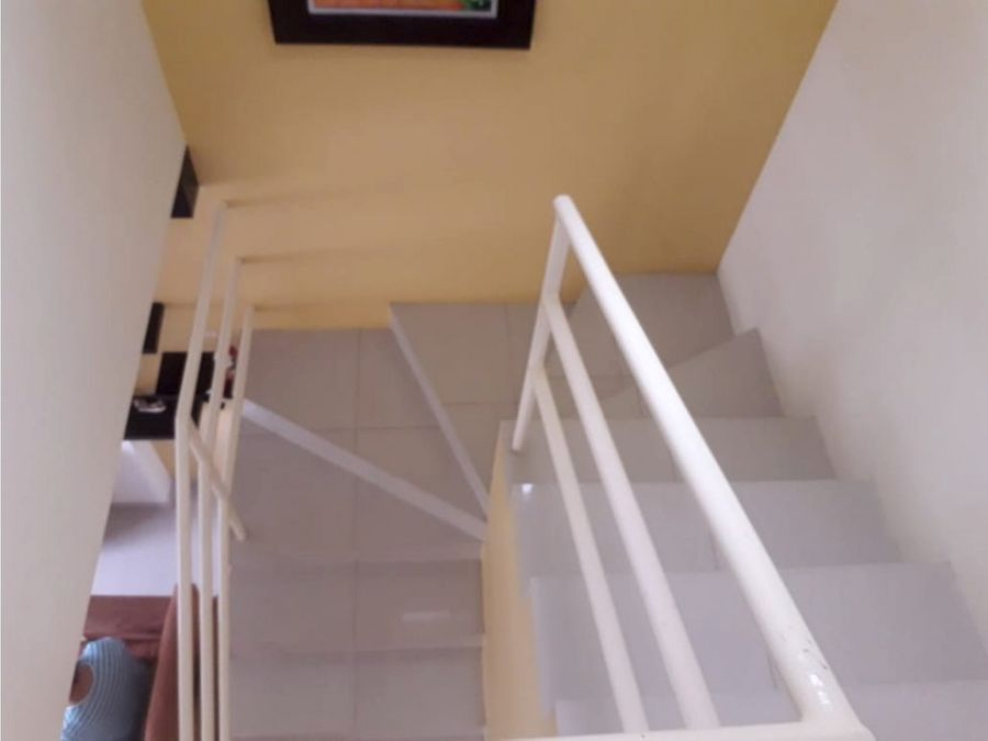 se vende casa esquinera urb castilla