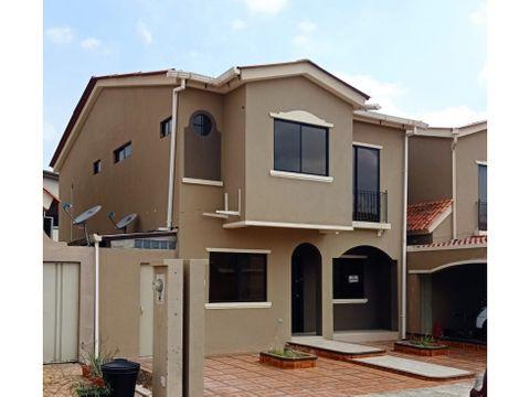 ca 031 venta de casa en urbanizacion la romareda