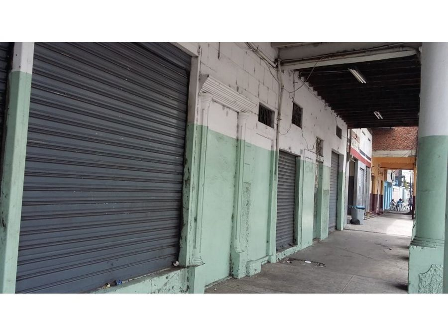 venta de local comercial esq en calle esmeralda