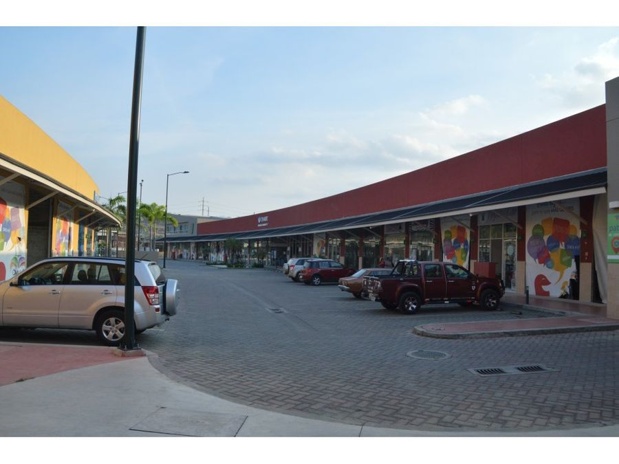 venta de local comercial cc oasis norte