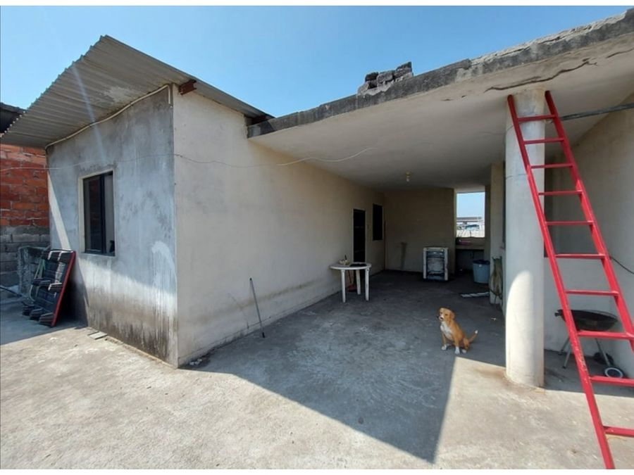 se vende casa rentera sector comercial en canton duran