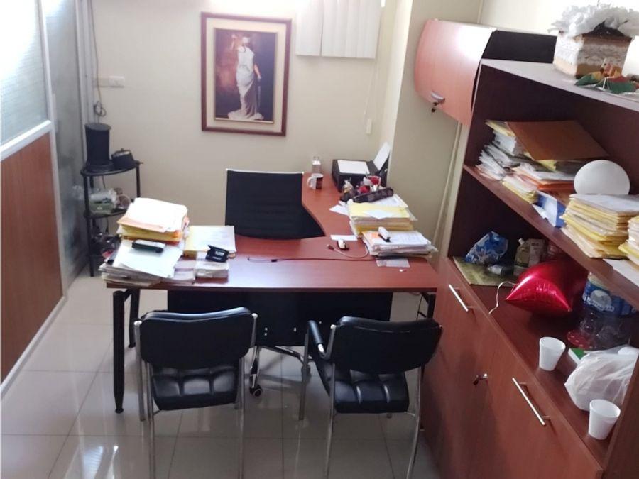 se vende oficina amoblada edf plaza 9 de octubre y baquerizo moreno