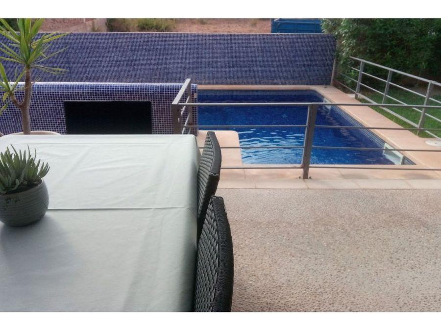 chalet con piscina y licencia vacacional