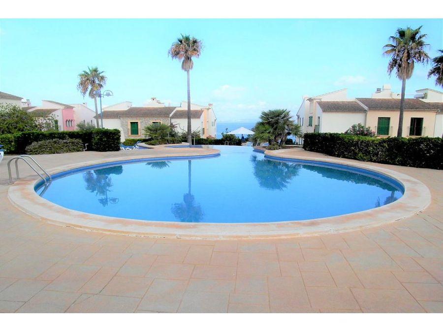 apartamento con piscina comunitario
