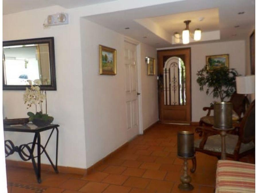 se vende comodo apartamento en san francisco