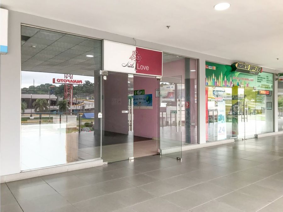 se vende local comercial en centennial plaza mac