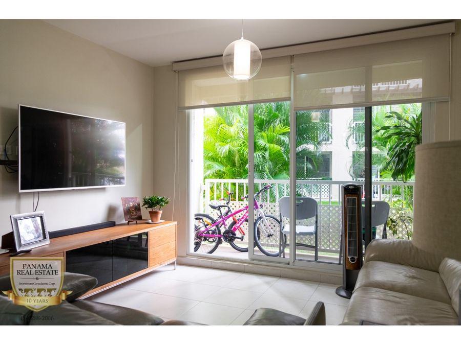 se vende apartamento en planta baja con patio y balcon