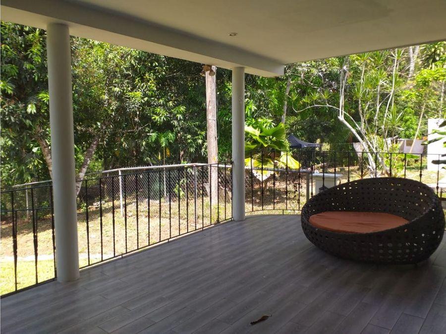 tu nuevo hogar esta en clayton casa con jardin
