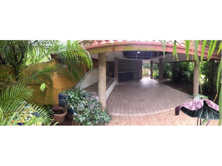 alquilo duplex con amplio jardin en albrook