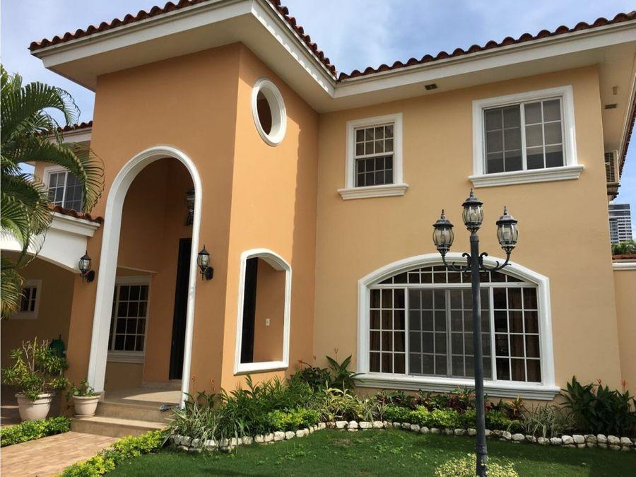 grandiosa casa en alquiler en costa bay