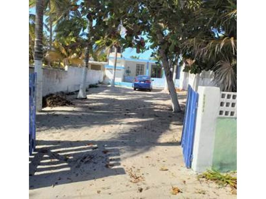 casa azul cerca de la playa chelem