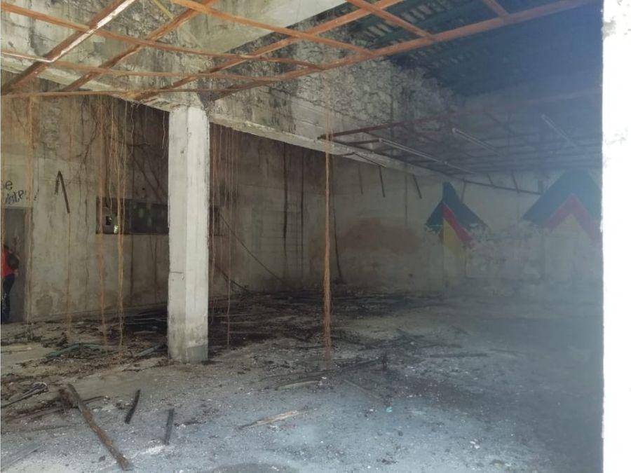 espacioso local para remodelar en centro de merida