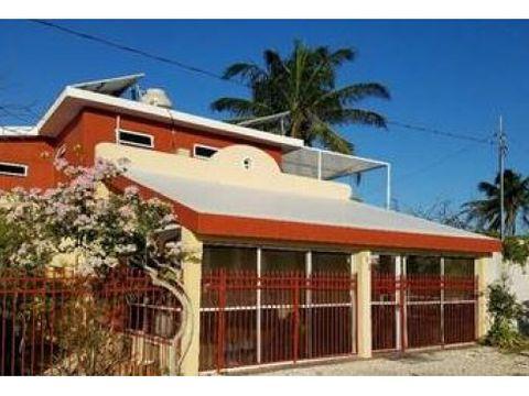 casa roja en la hermosa playa de chelem