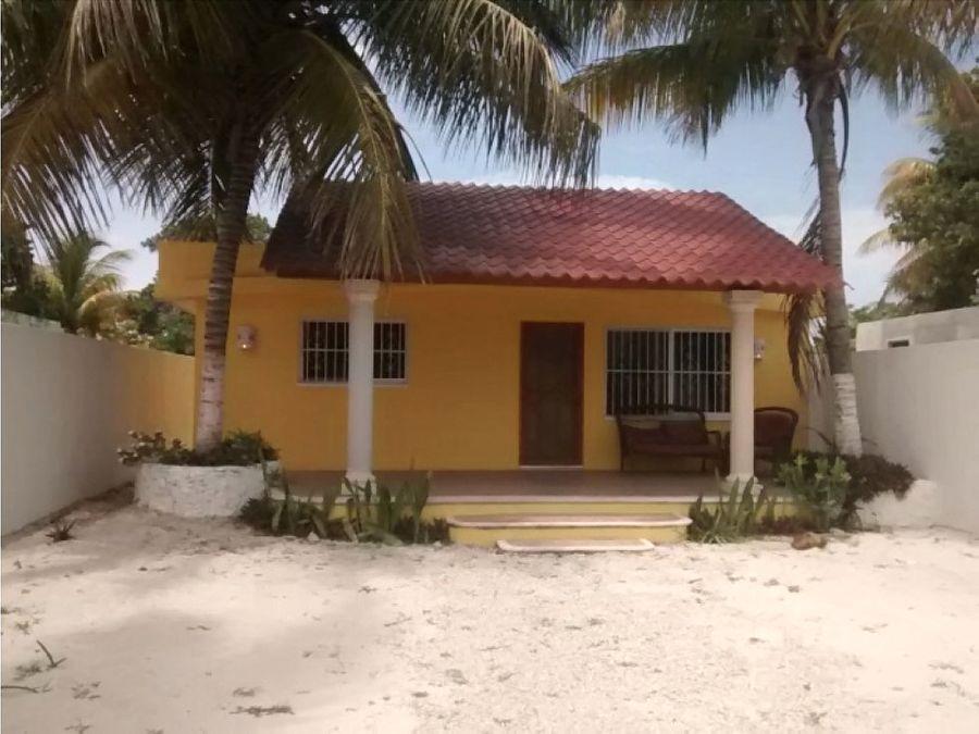 casa palapa a 200 metros del mar de chelem