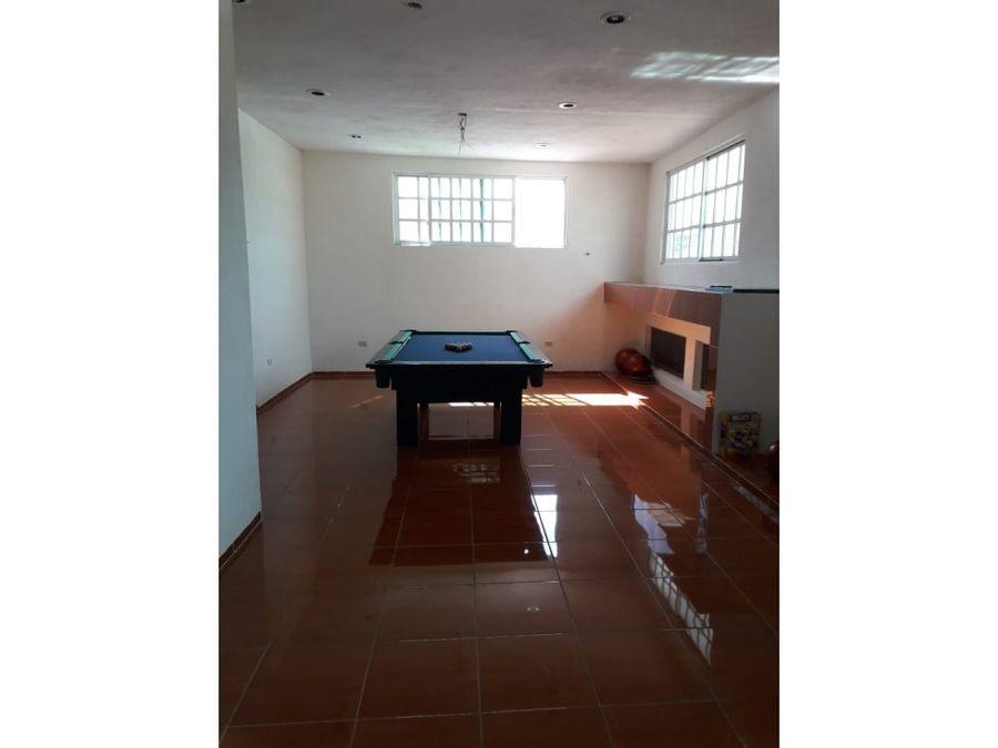 casa ideal para negocio o residencia con piscina en el centro