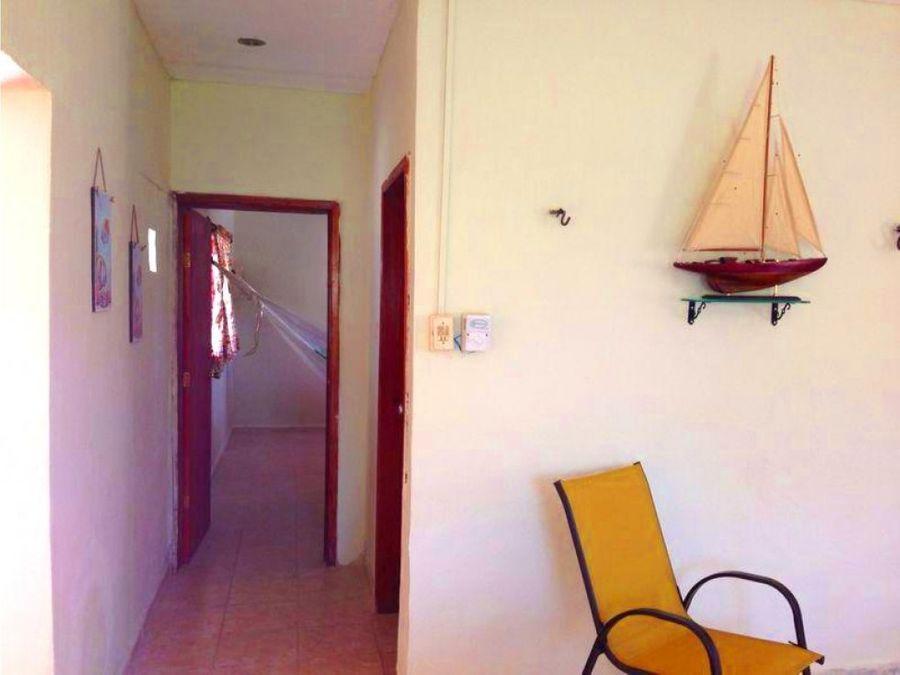 casa de un piso con vista al mar y en esquina