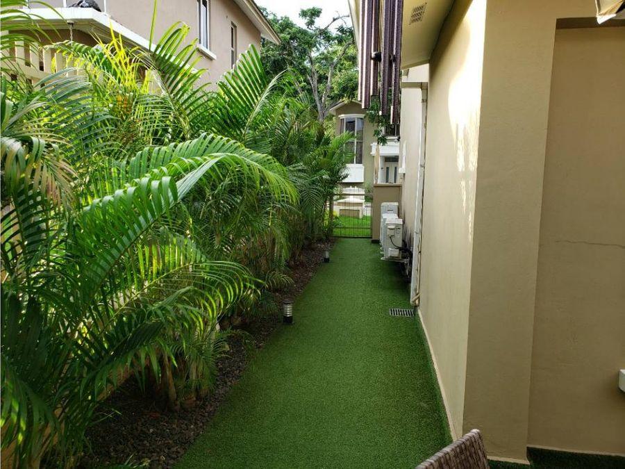 alquilo casa en embassy gardens clayton