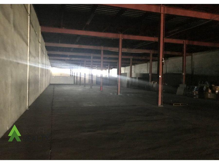 bodega de una sola planta 3000 m2 france field