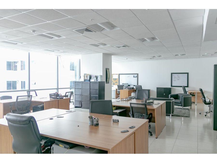 oficina amoblada lista para trabajar