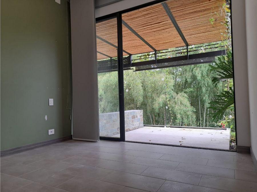 se vende casa campestre en conjunto residencial salida a la tebaida