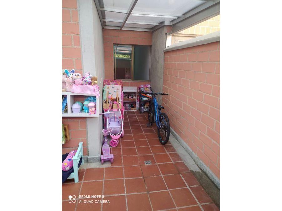 apartamento primer piso con patio