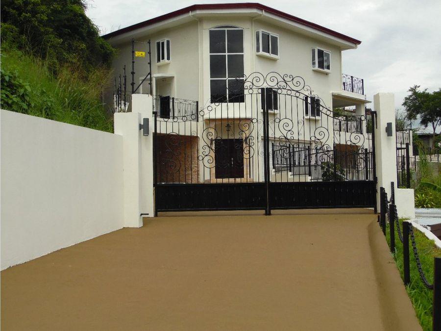 hermosa casa amplia en santa ana para venta