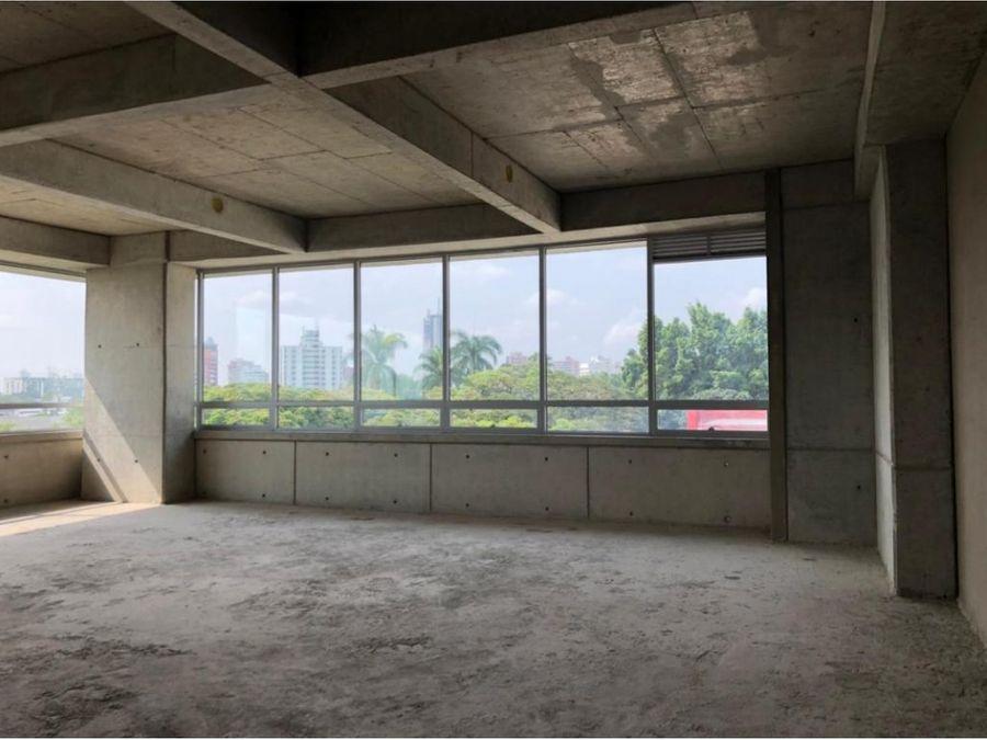 alquilo oficina de 114m2 en torre cci occidente cali