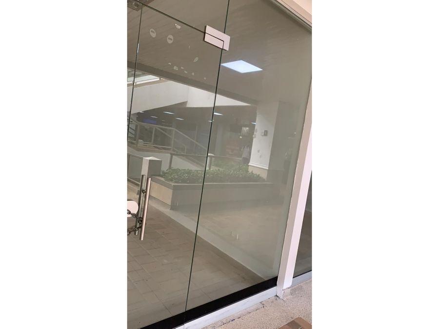 alquilo local de 35 m2 en holguines trade center