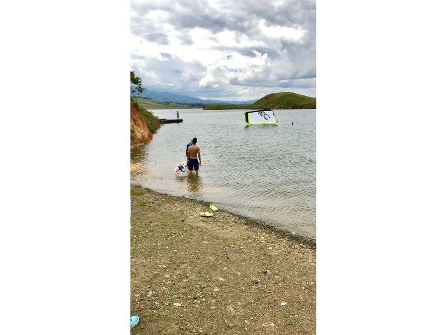 vendo lote al borde del lago en parcelacion con muelle lago calima
