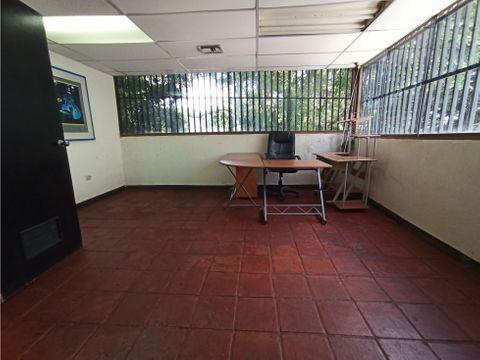 oficina en alquiler de 150 mts ubicada en la parte alta de quinta