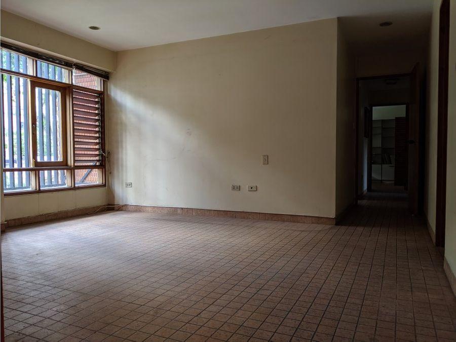se vende apartamento en sebucan de 227 mts