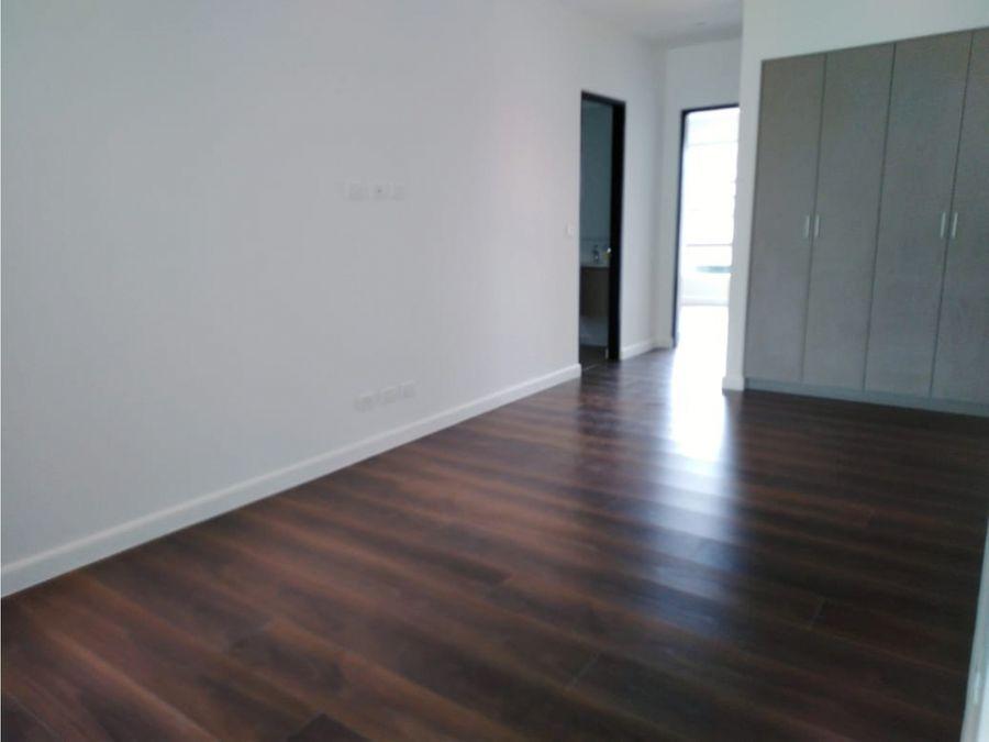 casa en escazu para estrenar amplio espacio v0143