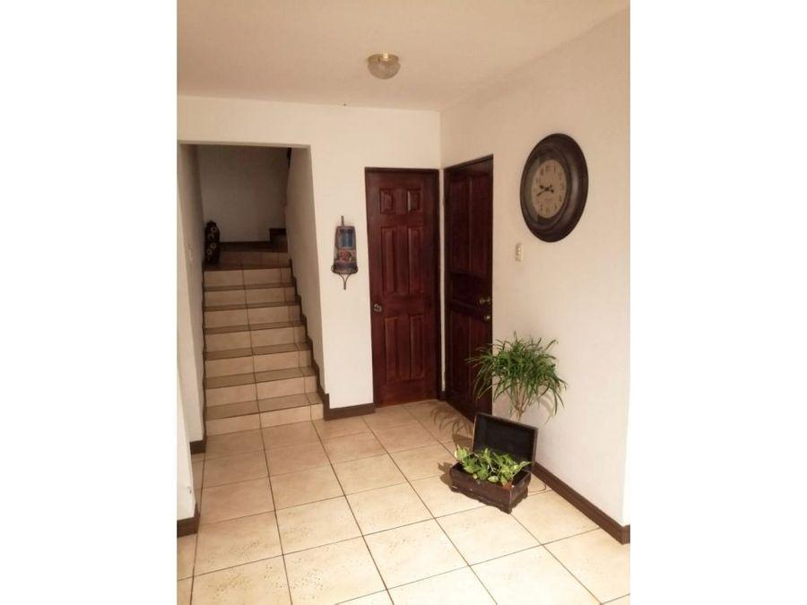 casa en rohrmoser muy amplia con patio v0208