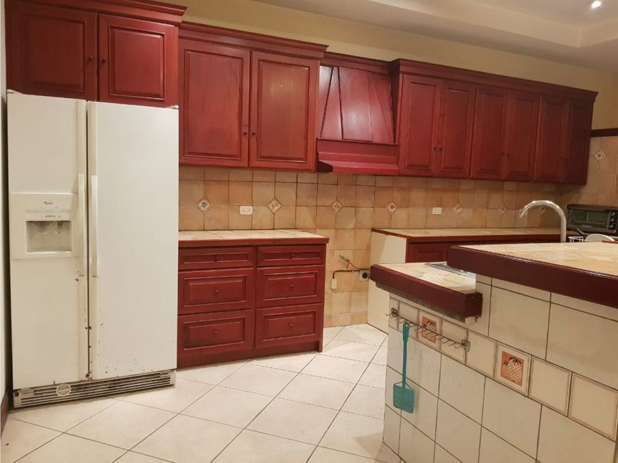 casa en escazu independiente en excelente zona v0359