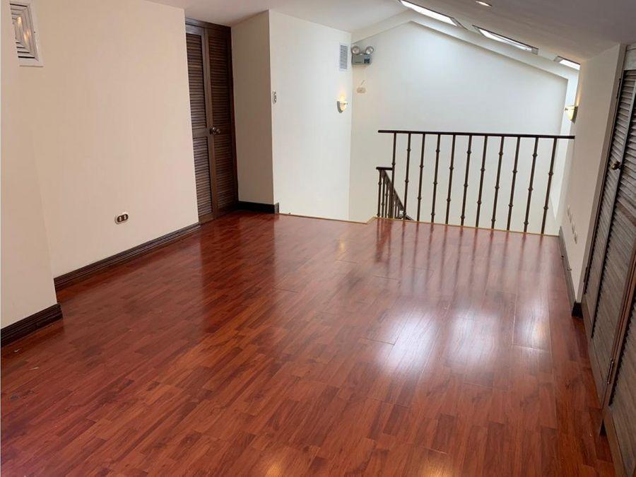 casa en escazu amplia y en condominio v0333