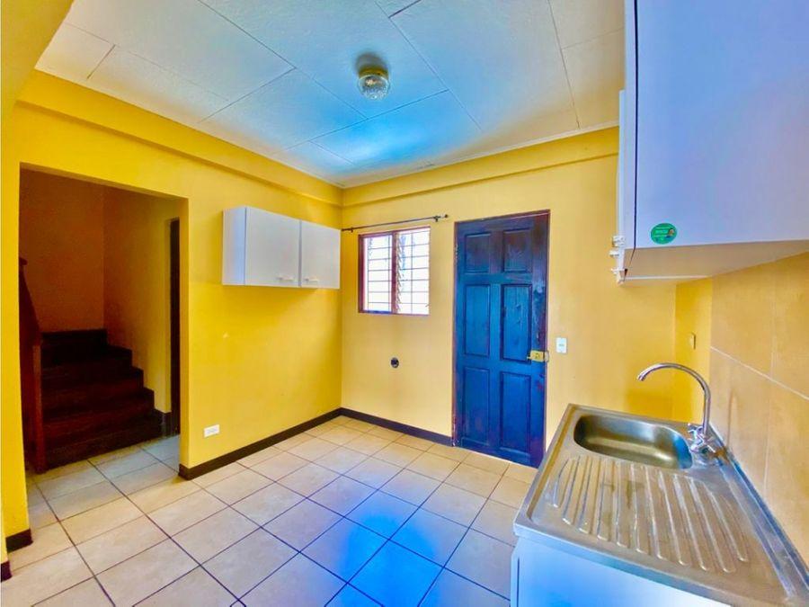 hermosa e independiente casa para alquiler en rohrmoser a1185