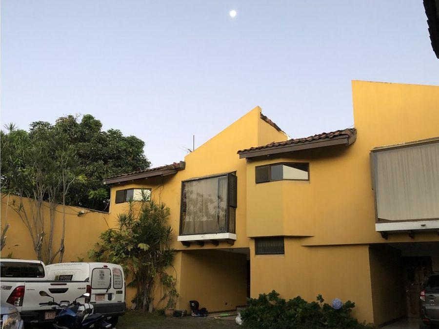casa en uruca en condominio y excelente ubicacion v0306